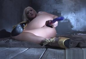 Leya Falcon stuffs orgy playthings in..