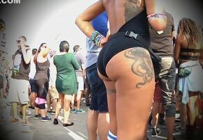 Thick donk doll filmed on the street..